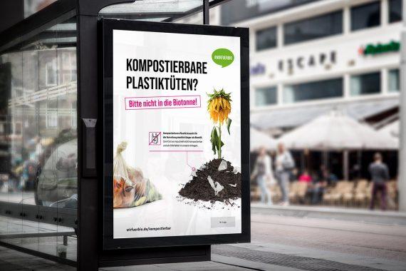 Kampagnenplakat an Bushaltestelle